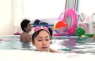 泳池母子乱伦