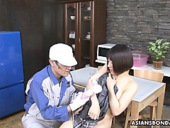 masturb hottie gets unwanted help from the strong repairman