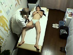 Skillful Asian masseur sends his hands delivering pleasure