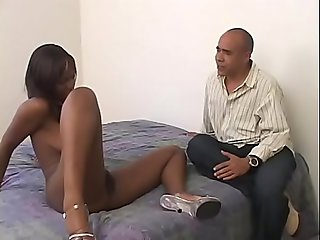 Hot chick Sweet Pea shaves her pussy while giving blowjob
