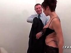 mature francaise aux gros seins se fait bourrer le cul