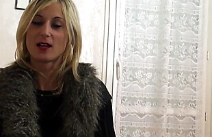 LIBERTINE BLONDE IN TIGHTS EXPLORES HER FANTASIES