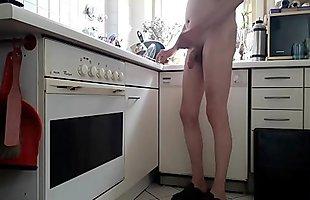 Paul nackt in der K&uuml_che nudist Paul