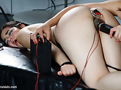 Bobbi Starr & Naidyne in Fresh Faced 19 Year Old Takes An Electrifying Ass Stretching - Electrosluts