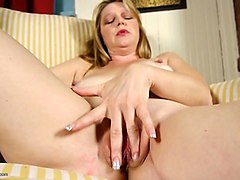 busty natural mature mom fingering her pussy