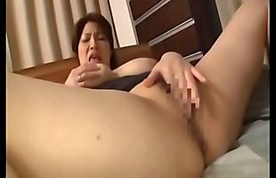 japanese milf big tits masturbating