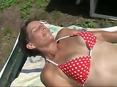 hairy sloppy pussy cougar fingering herself