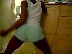 kinky dark skinned cam nympho in shorts was twerking her nice bum