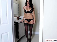 hungry cougar seeks meat! naughty america