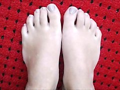 Stephanie moves her sexy (size 38) feet