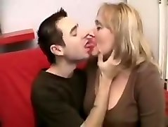 Mature women pegs junior man with strapon