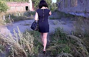 Nudity in public places, brunette with a juicy ass in the fitting room and on the street without panties.