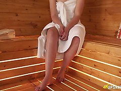 hot blooded babe anna belle shows her pussy in the sauna