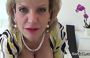 Unfaithful uk mature lady sonia unveils her huge titties