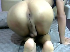 Singapore horny boy faps and shows ass