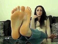 brunette feet joi