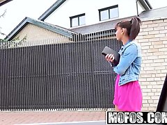 mofos - stranded teens - sex outside with ebony cutie starri