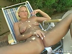 yanks blonde niagra playing outside
