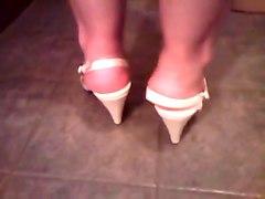Brincando e exibindo meus pes de peep toe alto