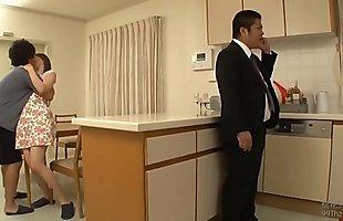 Loạn lu&acirc_n mẹ con Nhật Bản: bố vừa đi khỏi l&agrave_ mẹ con chịch xoạc lu&ocirc_n. Full: http://zo.ee/6Byhf