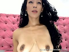 outstanding colombian camchick spreads her buttcheeks